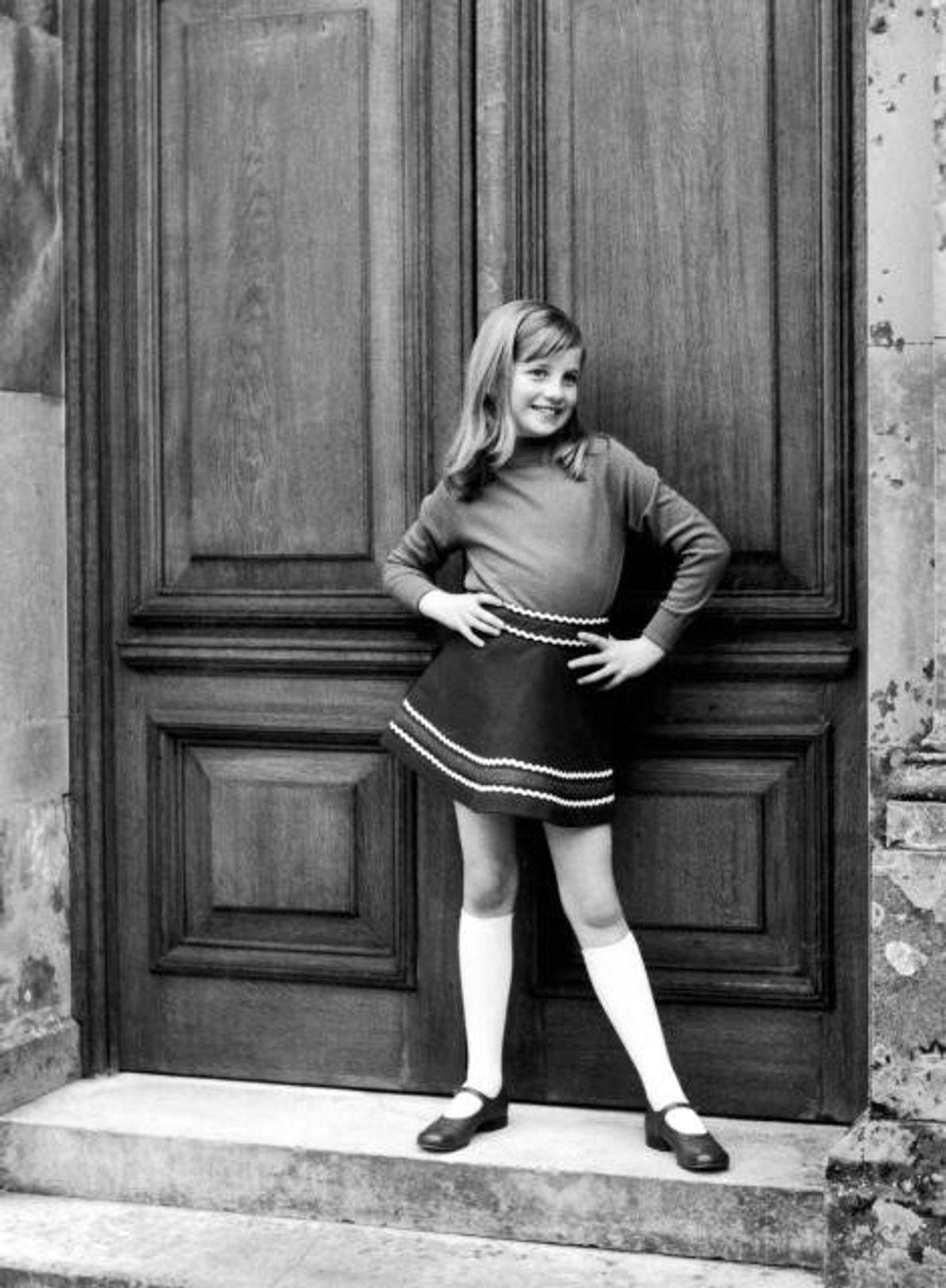 Cette photo tirée d'un album de famille privé des années 1967-1969 montre Diana petite, en train ...