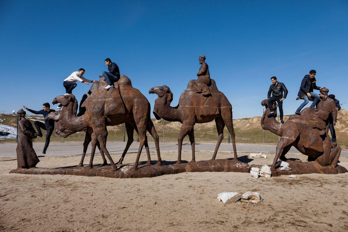 Au musée d'Afrasiab, à Samarkand, des chameaux de bronze rappellent que, pendant des siècles, la ville ...
