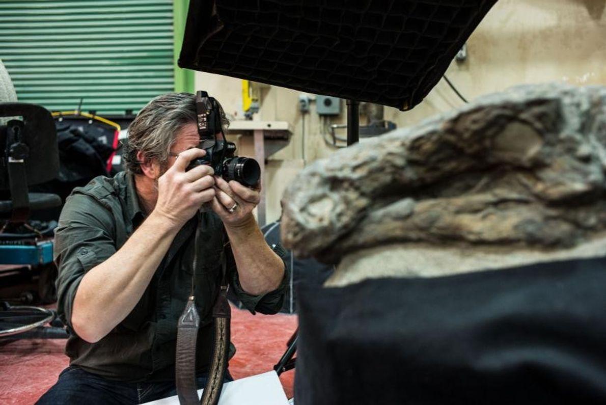 Robert Clark photographie le nodosaure de profil. « Il était superbe sous tous les angles », ...