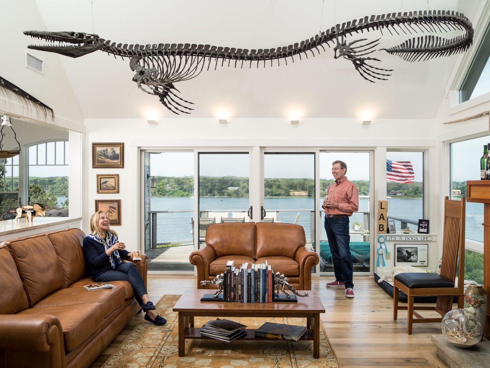 Un mosasaure de plus de 5 m flotte au-dessus de Joan et Henry Kriegstein, dans leur ...