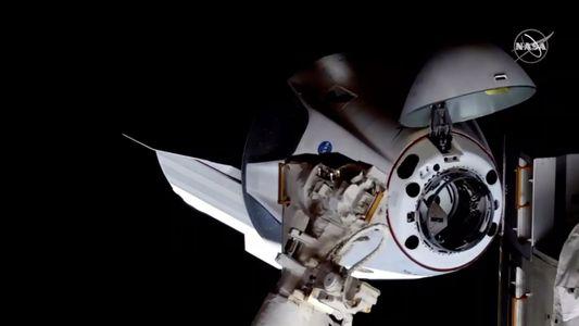 Pari réussi pour SpaceX : Crew Dragon s'est amarré à la Station spatiale internationale