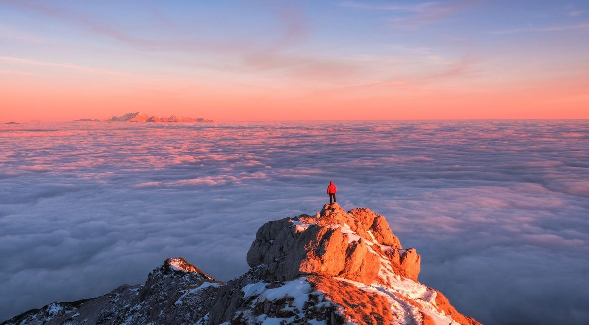« Je suis toujours heureux lorsque j'aperçois des nuages bas, lorsque les cimes des montagnes les ...