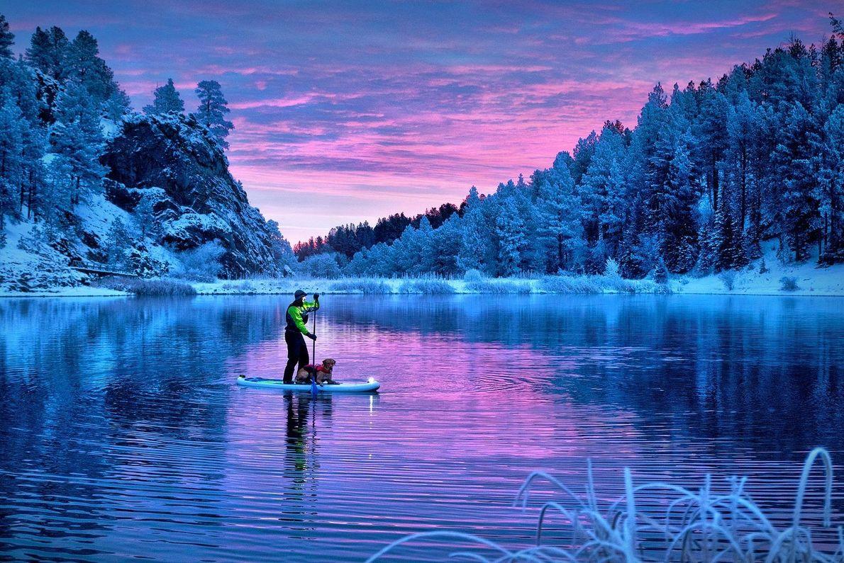 « Brock et son chien Goose testent l'équipement contre le froid sur le lac Iron Creek, ...