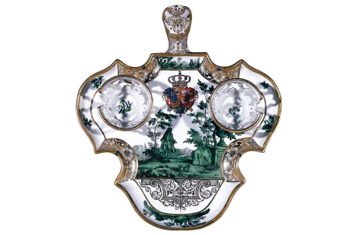 La trembleuse fut imaginée par le marquis de Mancera pour éviter les taches de chocolat.