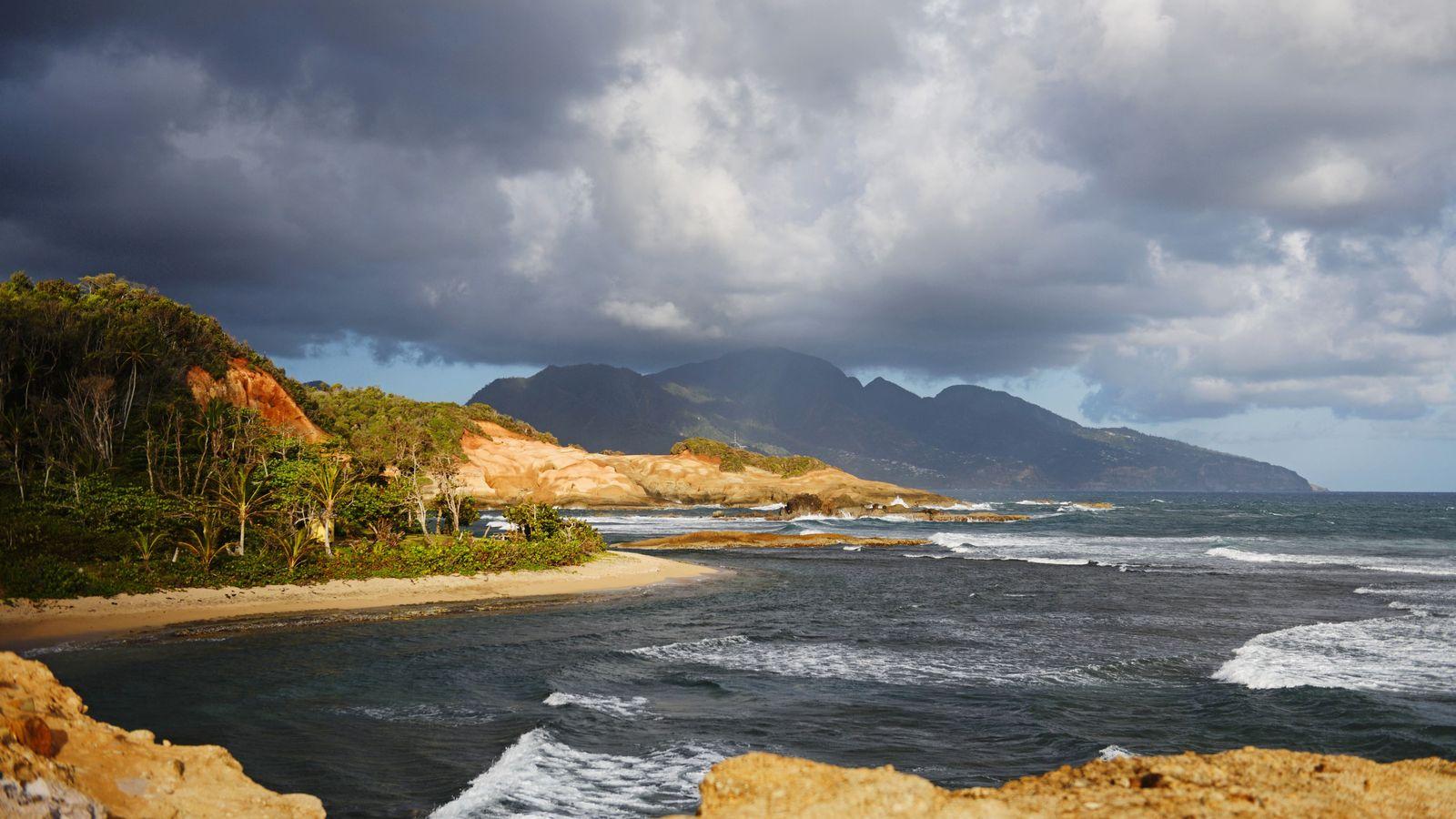Même si la Dominique n'est pas connue pour ses plages, il existe quelques étendues de sable ...