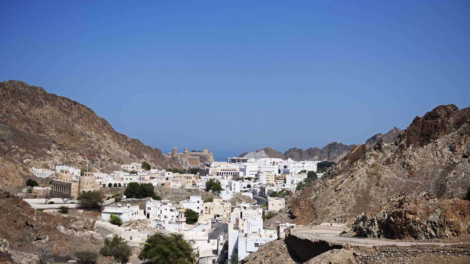 Érigés au XVIe siècle par les portugais, les forts Mirani et Al-Jalali (au fond) surplombent l'entrée ...