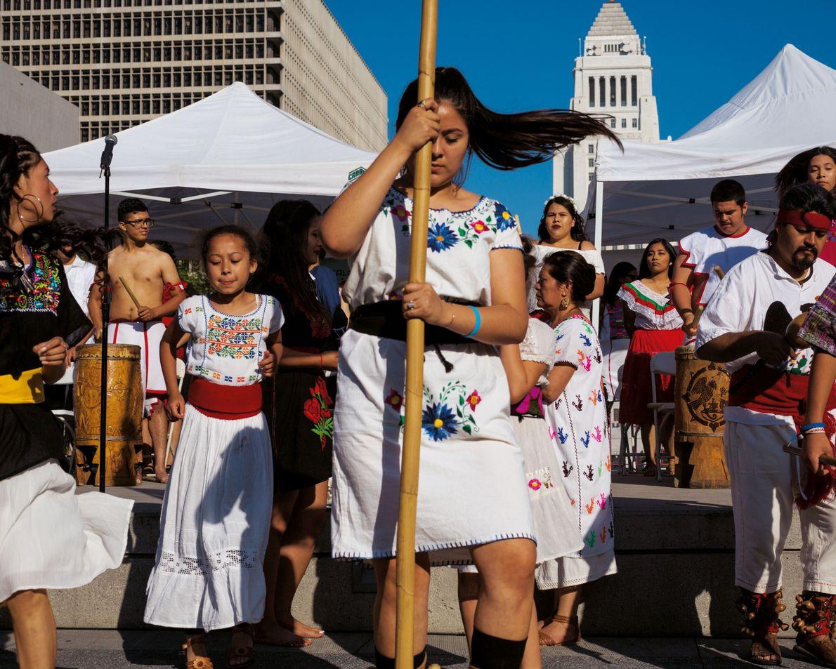 Les danses rituelles font partie de la fête, le jour de la remise des diplômes, à ...