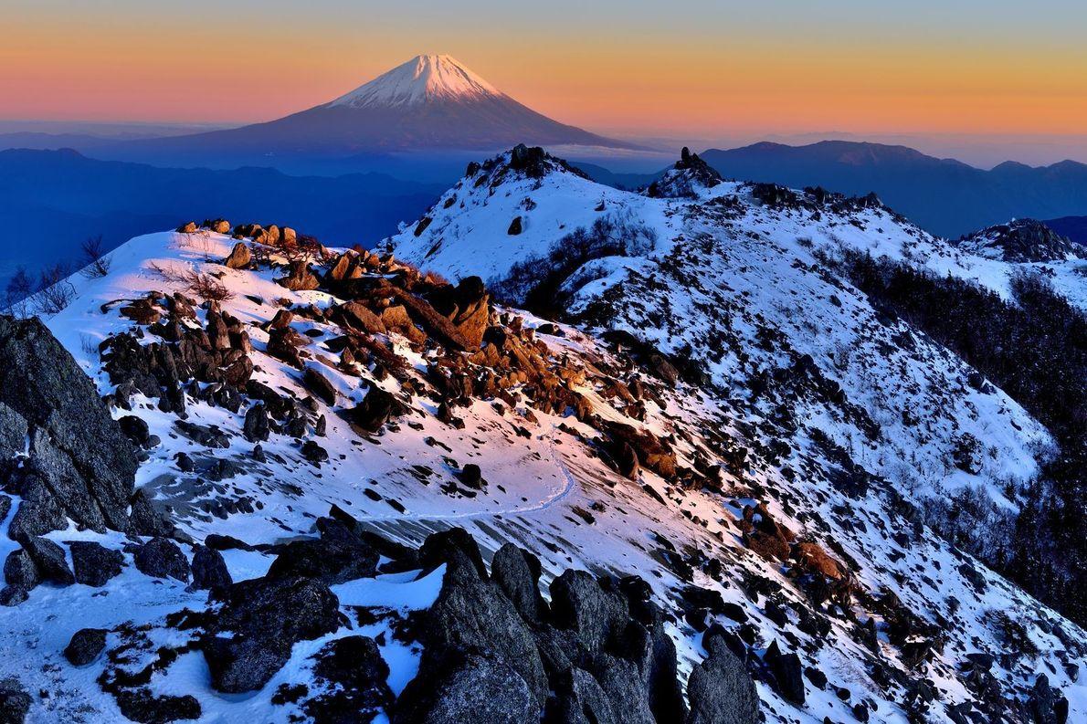 Dernières lueurs de l'année 2016 éclairant le Mont Fuji.
