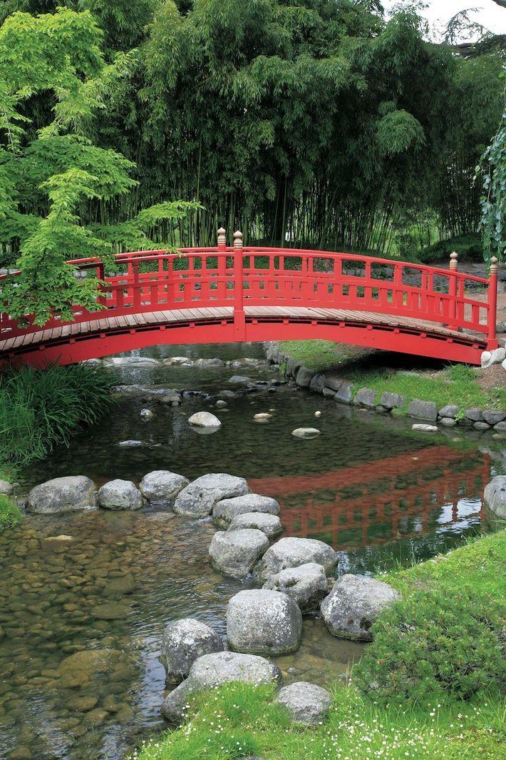 Le jardin japonais et son pont au Musée Albert Kahn.