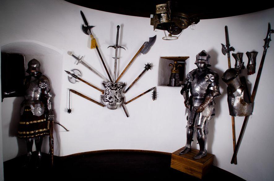Armure d'un garde autrefois chargé de surveiller les murs du château de Bran.