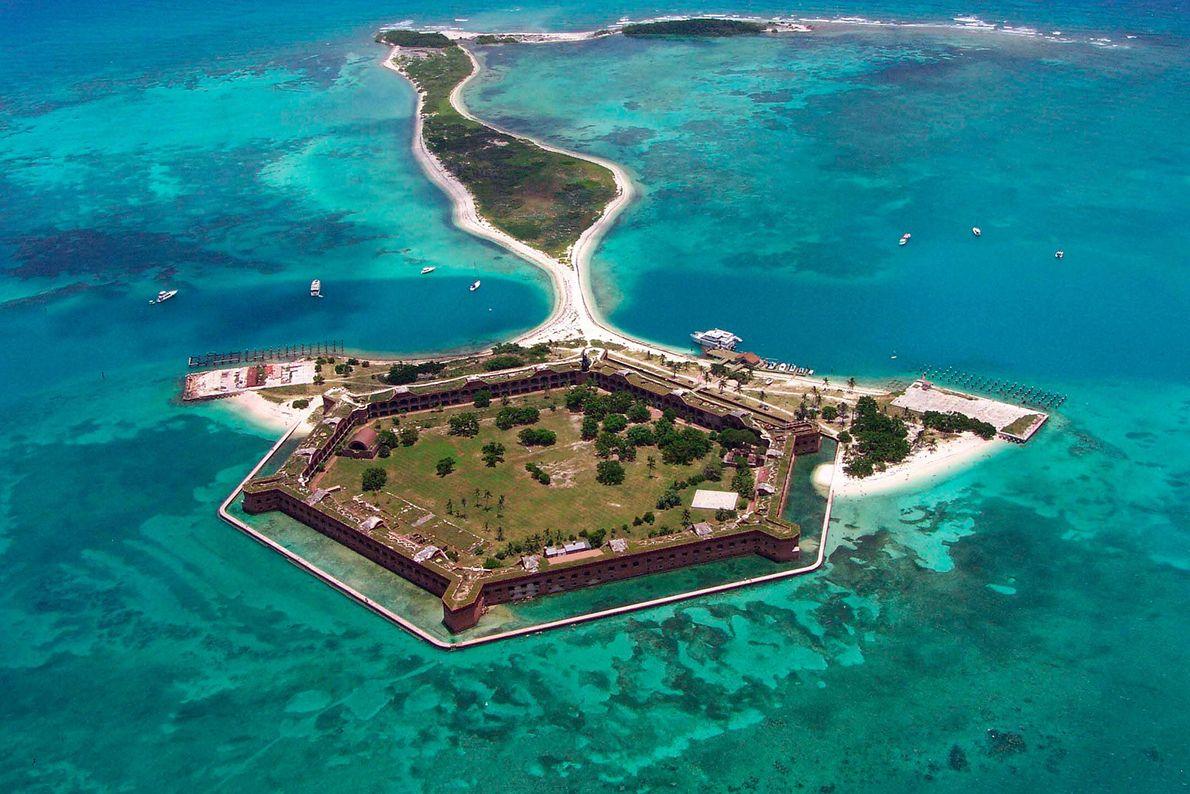Le parc national de Dry Tortugas en Floride se situe à plus de 110 kilomètres à ...