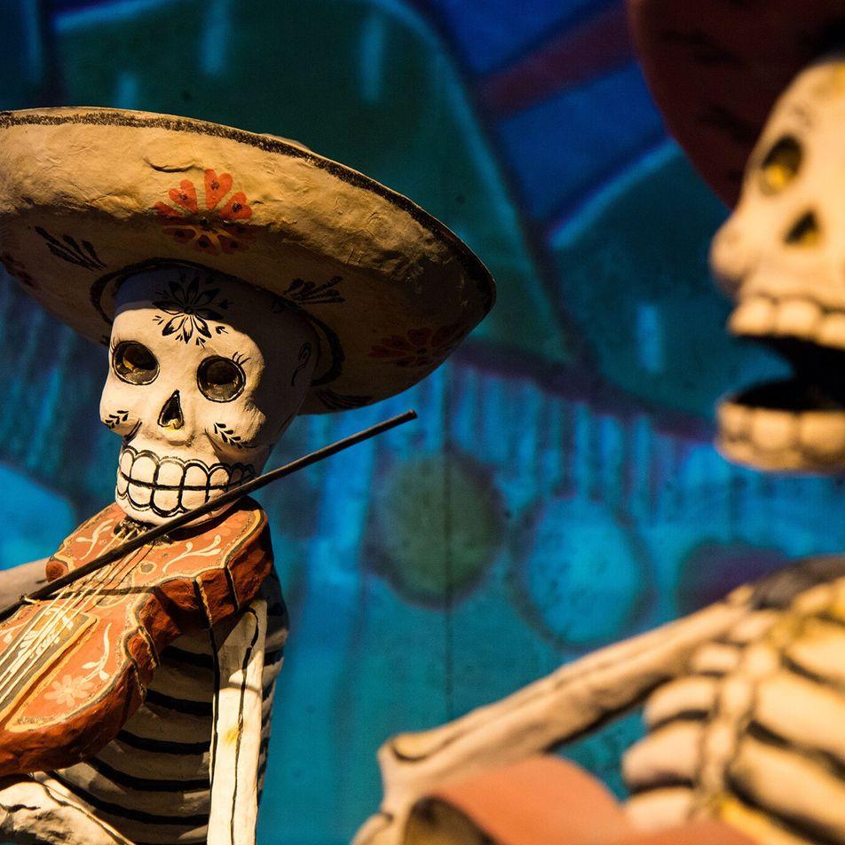 Día de los Muertos : le bal du papier mâché