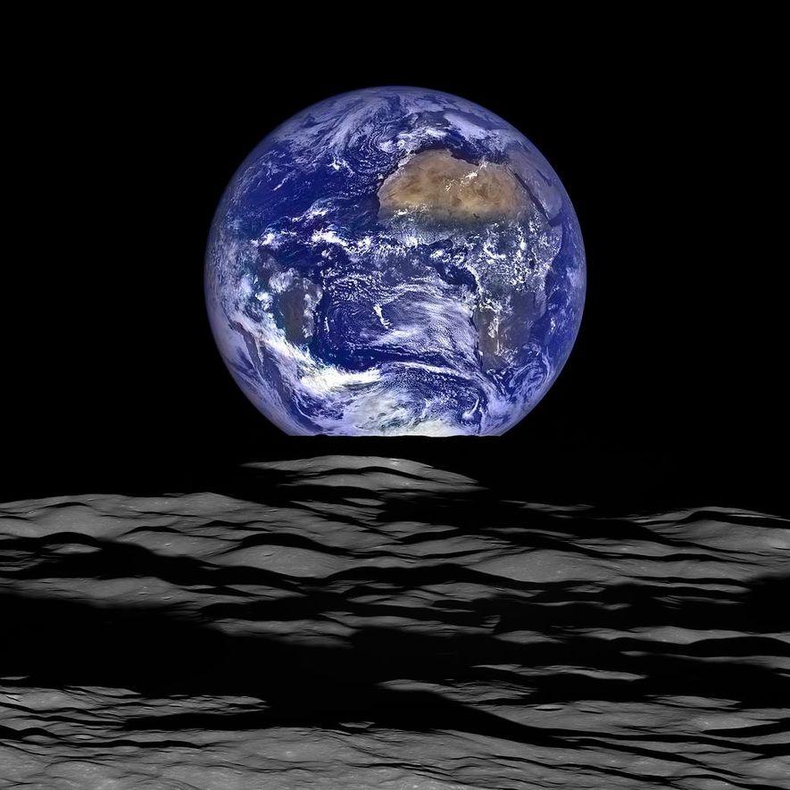 Sur cette image composite formée à partir de données de la Lunar Reconnaisance Orbiter, une sonde …