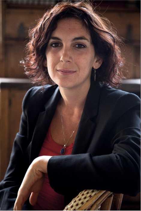 Edith Bouvier est journaliste, auteure et documentariste.