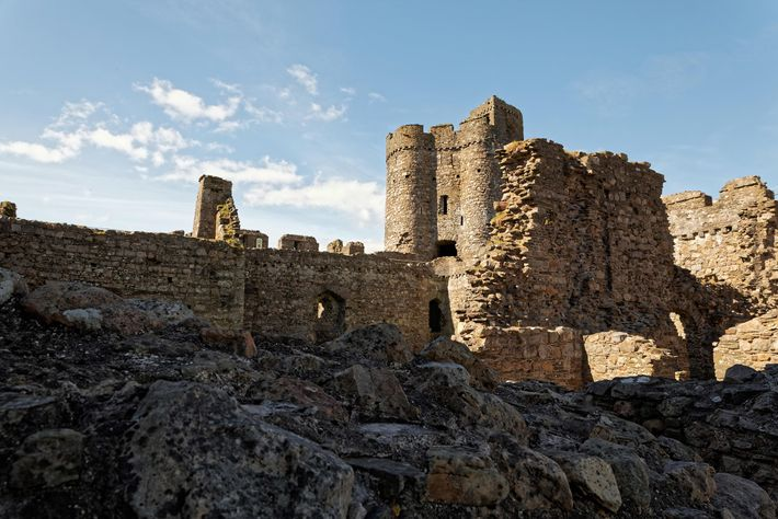 Pour les amateurs de châteaux, Kidwelly Castle peut sembler familier - on peut le voir dans ...