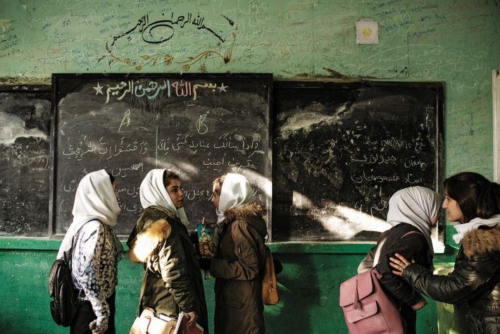 Les examens de fin de trimestre sont terminés au lycée Zarghona, de Kaboul, qui compte plus ...