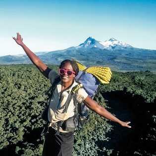 Elsye Walker, ici sur le PCT, est la première Afro-Américaine à avoir parcouru les trois plus grands sentiers ...