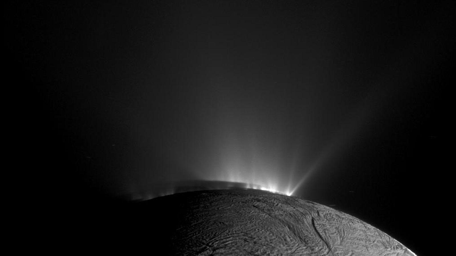 Cassini, la sonde de la NASA a pris cette image de geysers se trouvant sur Encelade.