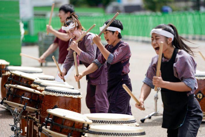 Un festival de feux d'artifices a lieu fin août à Omagari (préfecture d'Akita). Aux sons des ...