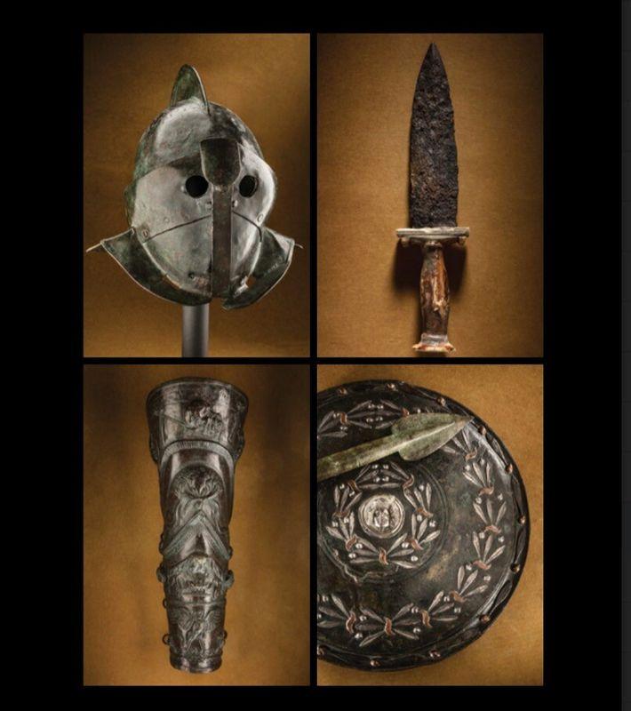Un ensemble d'armures et d'armes de gladiateurs découvert à Pompéi en 1766 comprend des casques intégraux ...