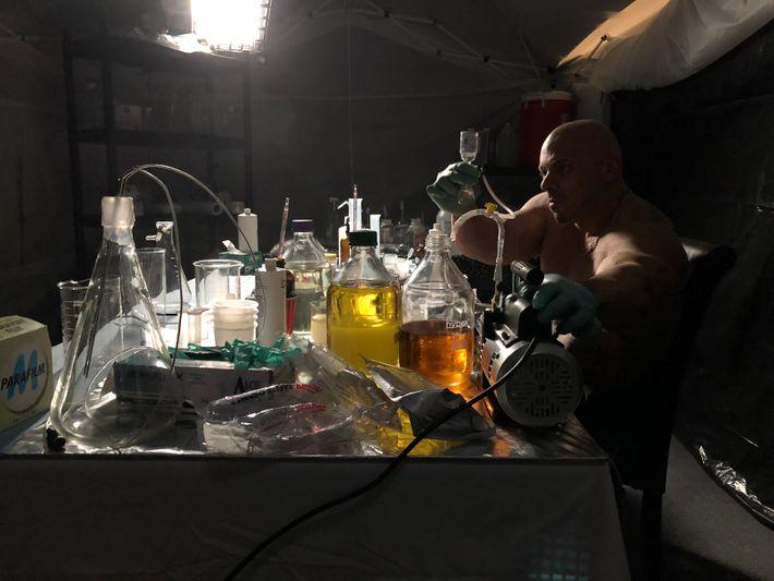 Mariana Van Zeller nous emmène dans le laboratoire secret de Tony Huge, là où il conçoit ...