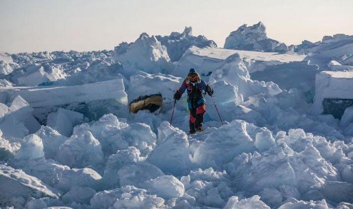 La glace nouvellement formée est dynamique, et évolue constamment et créant des tas chaotiques difficiles à ...