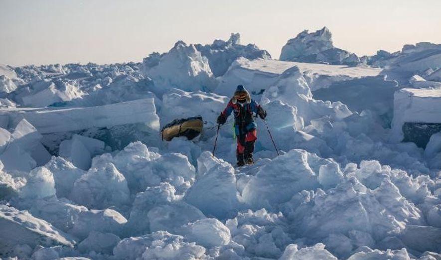 La glace nouvellement formée est dynamique, et évolue constamment et créant des tas chaotiques difficiles à …