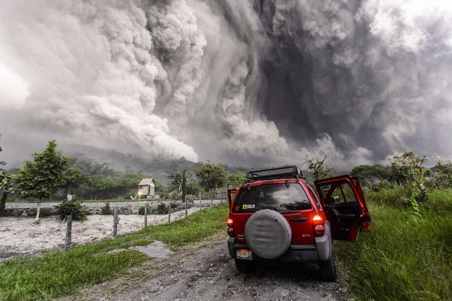En juillet 2015, un grand flux pyroclastique a balayé le volcan de Colima. Puis après une ...