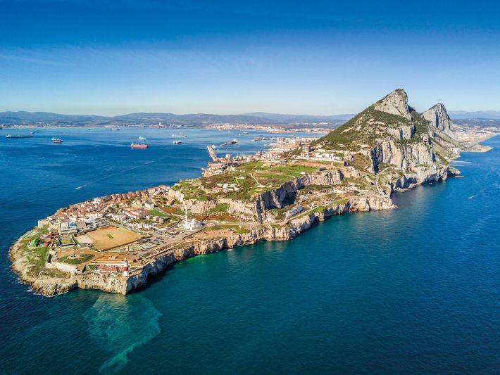 Le phare de Punta de Europa est situé à l'extrémité de la pointe sud de Gibraltar. ...