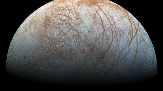 Europe, l'une des lunes glacées de Jupiter, pourrait briller dans le noir