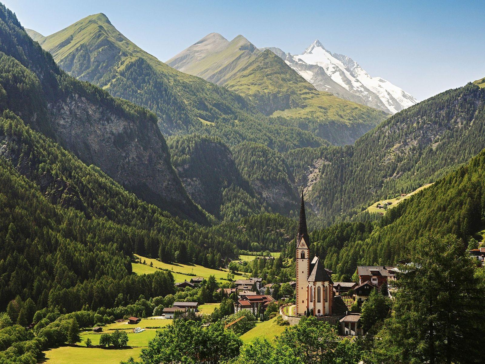 La première étape du Alpe-Adria Trail mène les randonneurs non loin d'Heiligenblut, dont l'église est connue ...