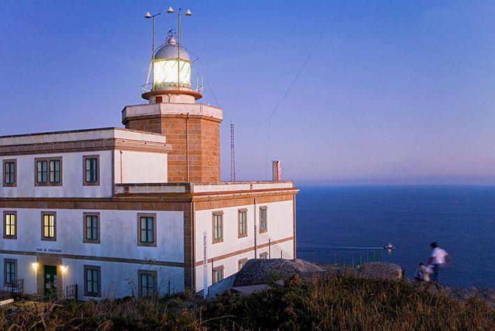 Les phares sont nombreux le long du chemin de Saint-Jacques-de-Compostelle. Les randonneurs peuvent notamment admirer celui ...
