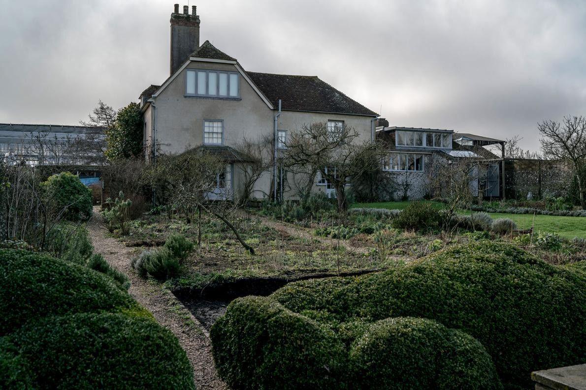 FIRLE, ROYAUME-UNI - Aussi invraisemble que cela puisse paraître, ce vieux village agricole du Sussex de ...