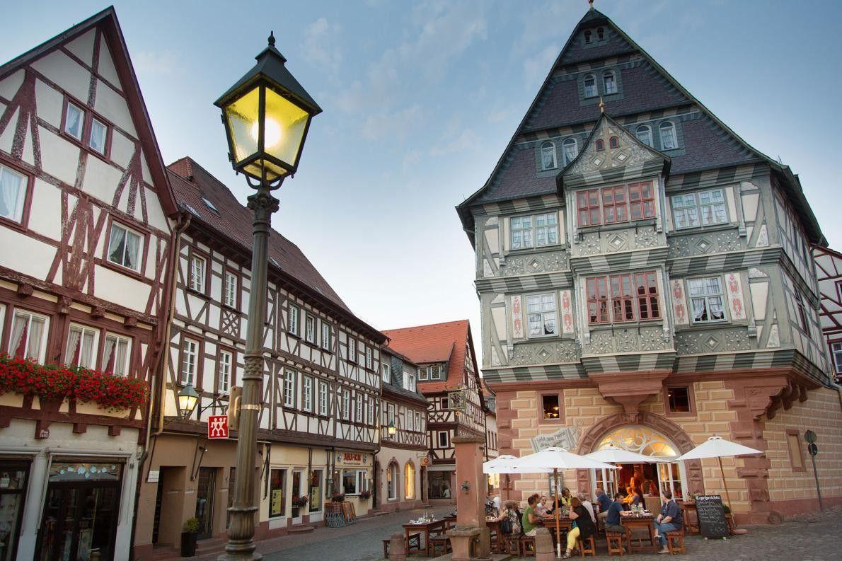 MILTENBERG, ALLEMAGNE - Ce village franconien, situé au bord d'une rivière, est connu pour sa rue ...