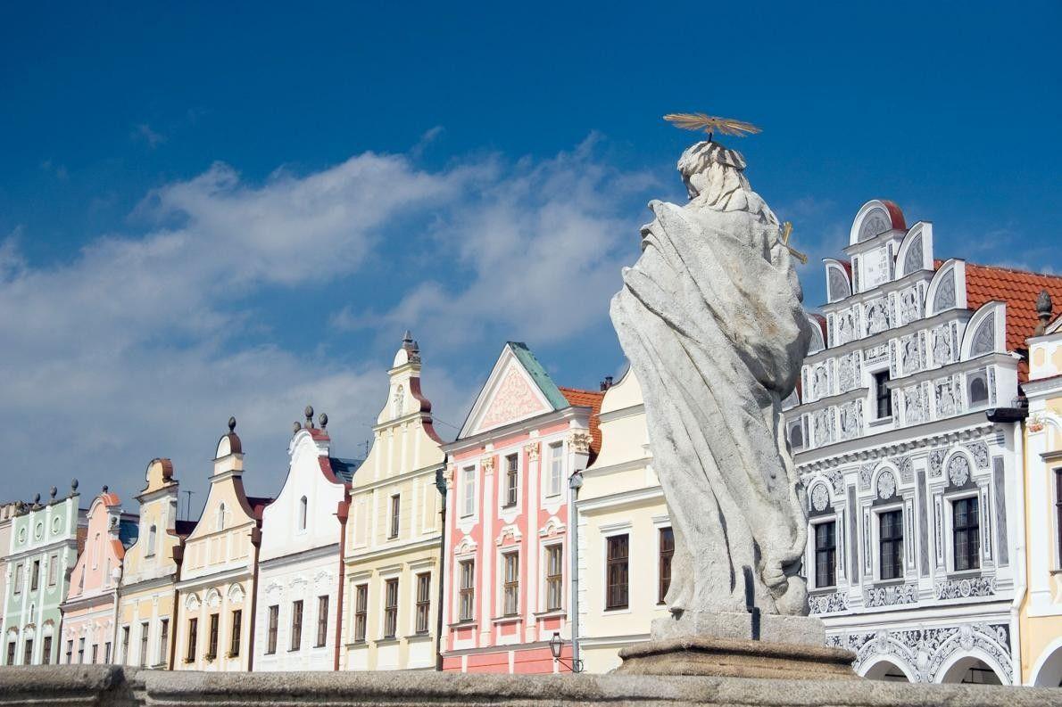 TELČ, RÉPUBLIQUE TCHÈQUE - Située dans le sud de la Moravie, la ville bucolique de Telč, ...