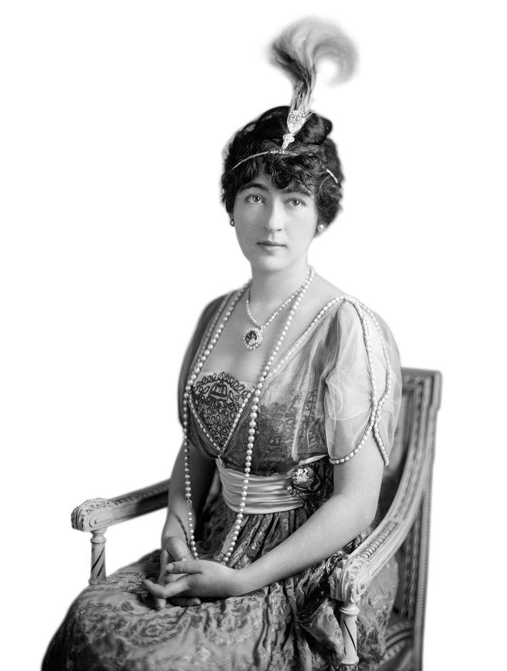 Evalyn Walsh McLean, une héritière américaine, portant le diamant Hope, vers 1920. Après avoir acheté le ...