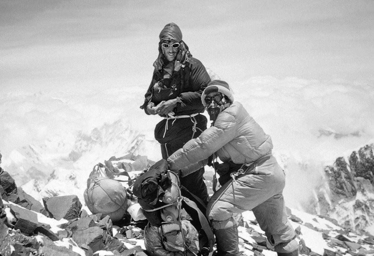 Edmund Hillary et Tenzing Norgay étaient les premiers alpinistes à réussir l'ascension de l'Everest. C'était en ...