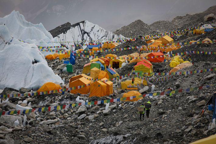 Avant qu'Everest Link n'installe l'Internet sans fil au camp de base, les alpinistes devaient se contenter ...