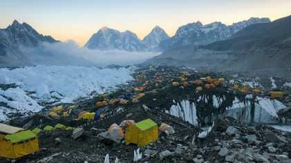 À quoi ressemble la vie dans le camp de base de l'Everest ?