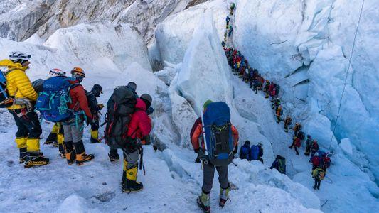 Piège mortel : les dangereux embouteillages au sommet de l'Everest