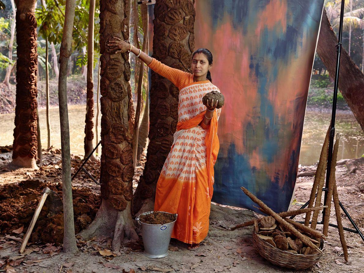 Binde Ghosh gagne environ 350 roupies (4 €) par semaine en tant que ghunte-walli, ou fabricante ...