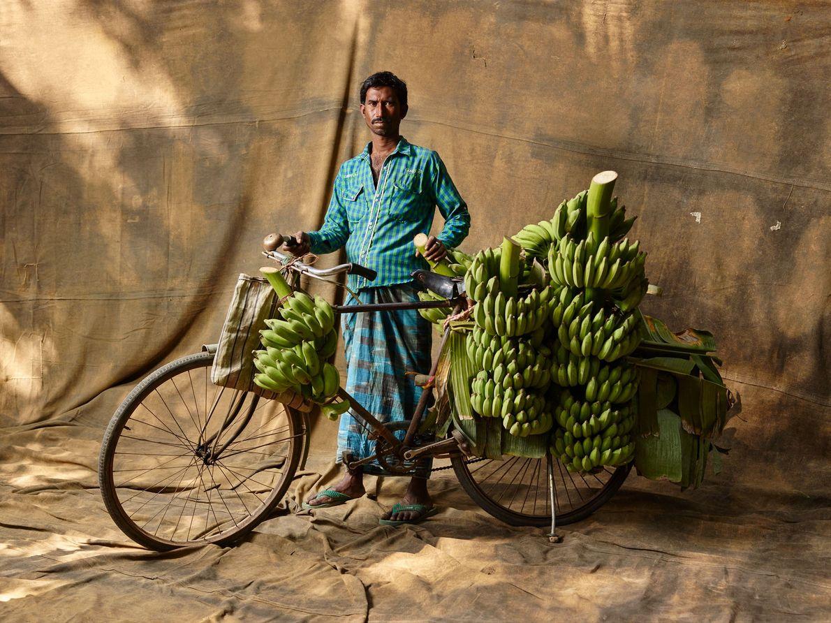 Ce cultivateur de bananes, gagne environ 3 480 roupies (44 €) par semaine.