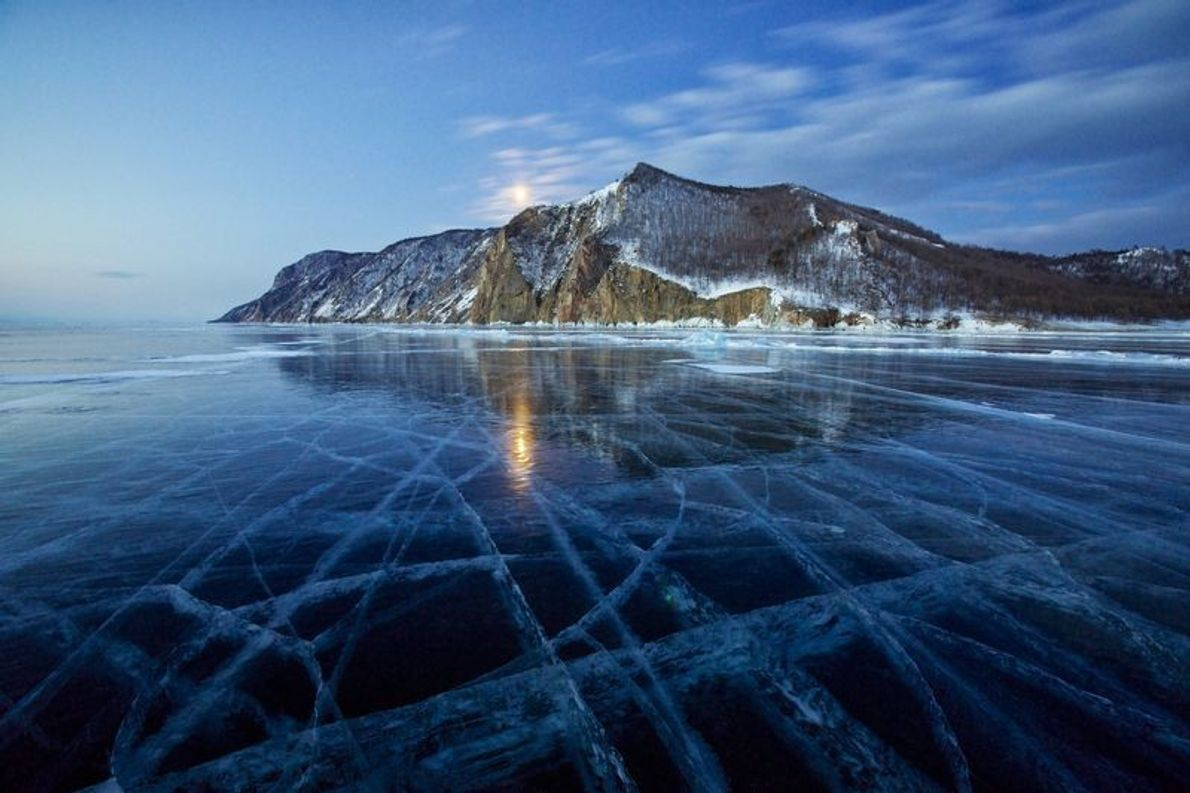 La baie de Khaga-Yama, l'île d'Olkhon et le lac Baïkal, Russie. La baie se trouve à ...