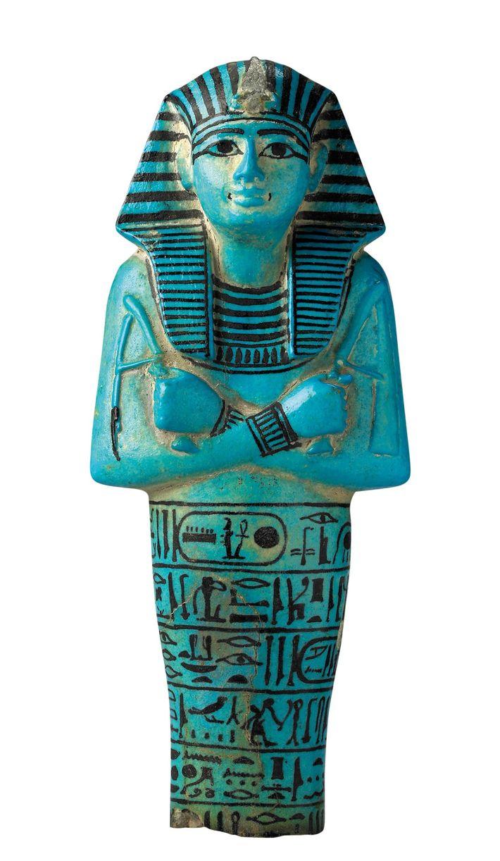 Oushebti en faïence découvert dans la tombe de Séthi Ier. British Museum, Londres.