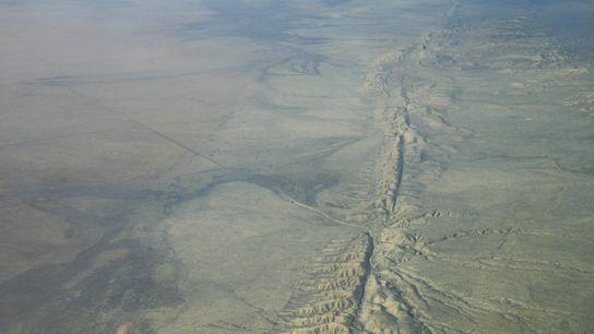 Vue aérienne de la faille de San Andreas dans la plaine de Carrizo, Californie centrale.