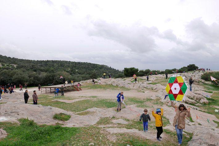 La colline des Muses ou colline de Philopappos est idéale pour faire s'envoler les cerfs-volants.