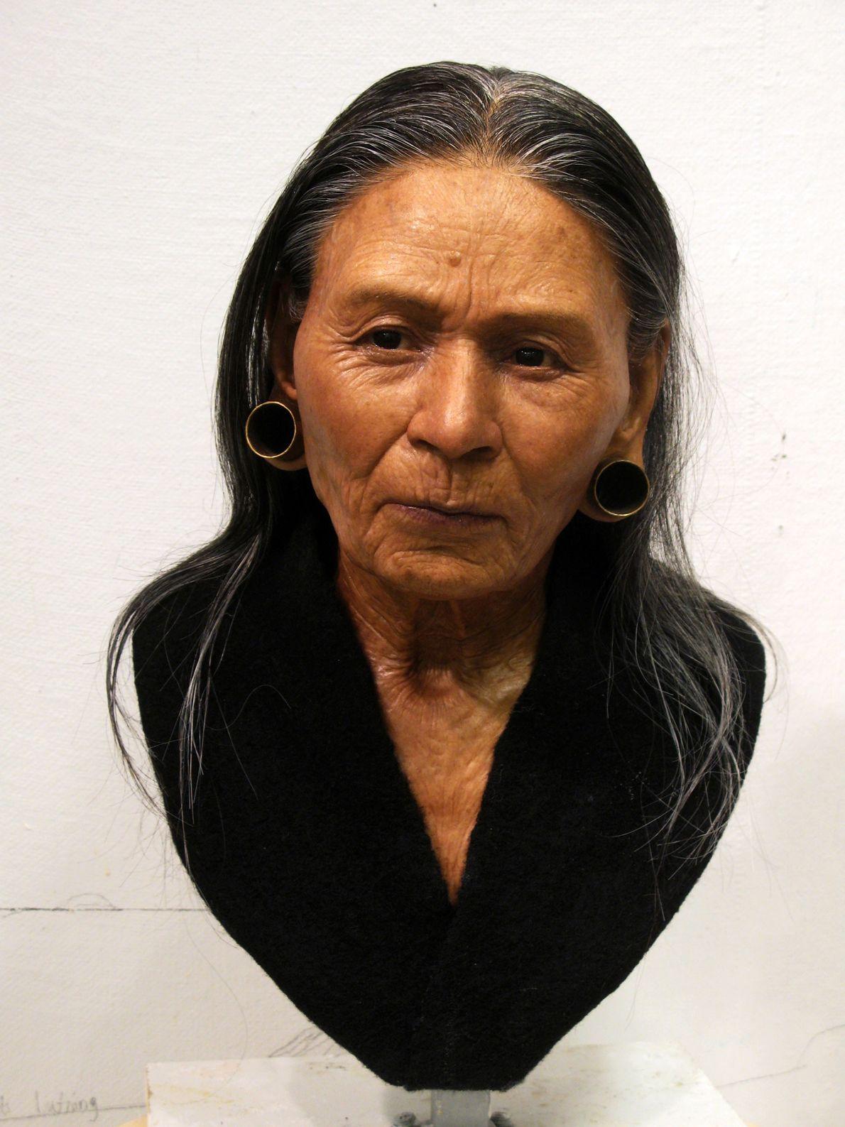 Pour plus d'authenticité, des vrais cheveux de femmes andines ont été ajoutés sur le crâne.
