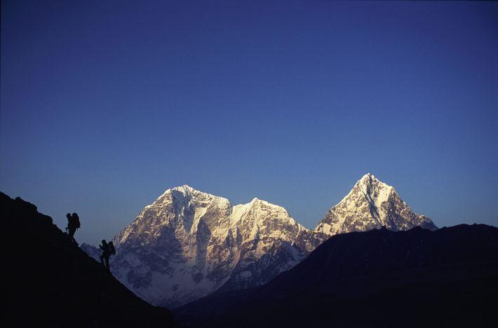 Des randonneurs mettent le cap sur le camp de base de l'Everest. Contracter la grippe lors ...