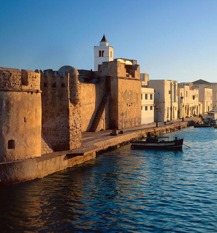 Le fort de Bizerte, en Tunisie, tomba aux mains de Barberousse en 1534 mais fut rendu ...