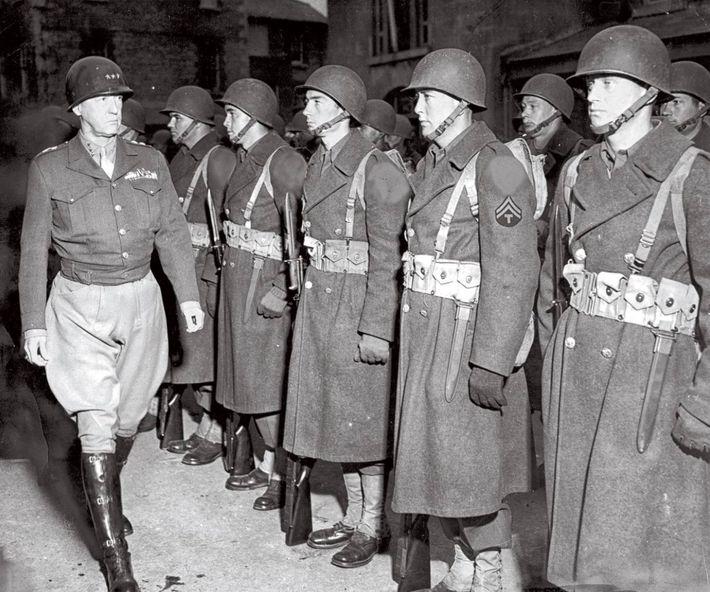 Alors que les planificateurs d'Overlord produisaient des cartes détaillées de la Normandie, les cerveaux des gardes ...